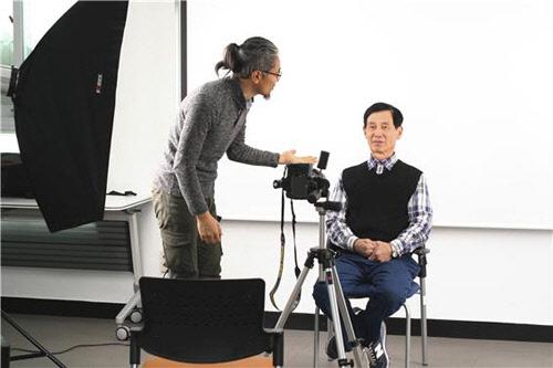홀몸 어르신들을 위한 '장수 희망사진관' 오픈
